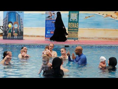 شاهد مدرسة سباحة خاصة بالأطفال الرضع في مصر