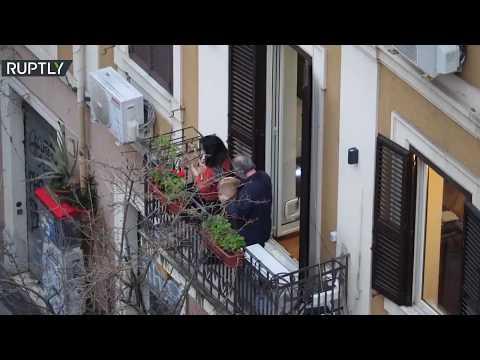 شاهدإيطاليا تحارب فيروس كورونا بالموسيقى