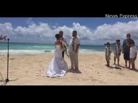 بالفيديو عريس يضع عروسه في موقف محرج في حفل الزفاف